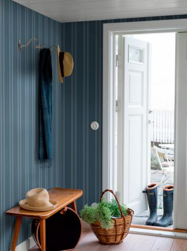 The wallpaper Sandhamn Stripe from Boråstapeter. The wallpaper design and pattern is blue and consists of Stripe