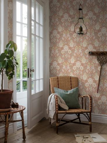 The wallpaper Dahlia Garden from Boråstapeter. The wallpaper design and pattern is red and consists of Floral Foliage