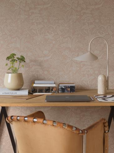 The wallpaper Stig Lindberg Grazia from Boråstapeter. The wallpaper design and pattern is pink and consists of Floral Foliage