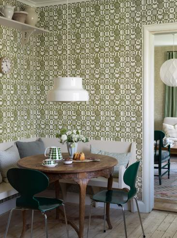 The wallpaper Stig Lindberg Fruktlåda from Boråstapeter. The wallpaper design and pattern is green and consists of Playful & Imaginative
