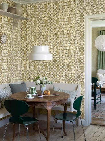 The wallpaper Stig Lindberg Fruktlåda from Boråstapeter. The wallpaper design and pattern is yellow and consists of Playful & Imaginative