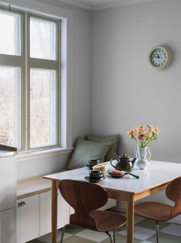 The wallpaper Garbo from Boråstapeter. The wallpaper design and pattern is grey and consists of Archive Graphic Trellis