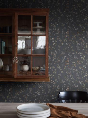 The wallpaper Gråäng from Boråstapeter. The wallpaper design and pattern is grey and consists of Archive Floral Foliage