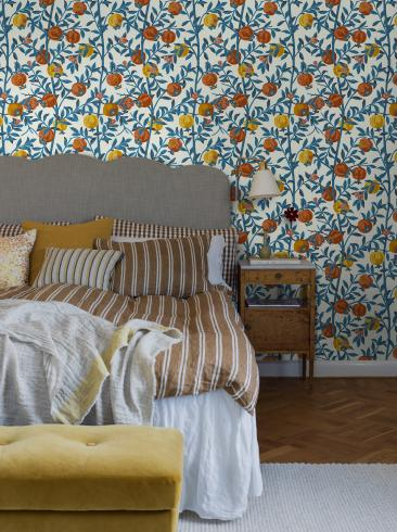The wallpaper Gocken Jobs Granatäpple from Boråstapeter. The wallpaper design and pattern is multi and consists of Foliage Plants Playful & Imaginative Tree
