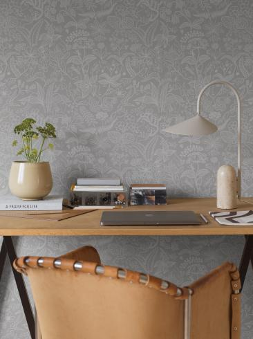 The wallpaper Stig Lindberg Grazia from Boråstapeter. The wallpaper design and pattern is grey and consists of Floral Foliage