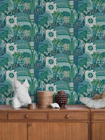 The wallpaper Hypnotic Safari from Boråstapeter. The wallpaper design and pattern is green and consists of Foliage Forest Graphic