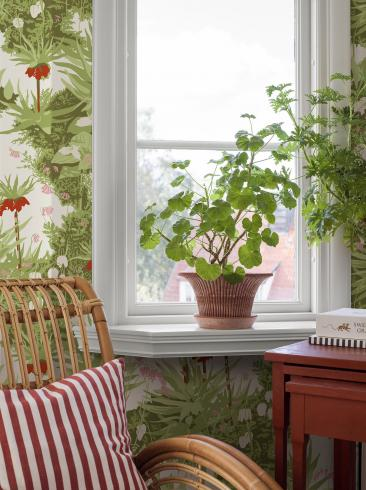The wallpaper Arne Jacobsen Kejsarkrona from Boråstapeter. The wallpaper design and pattern is green and consists of Floral Foliage Plants