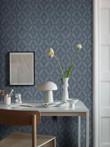 The wallpaper Klara from Boråstapeter. The wallpaper design and pattern is blue and consists of Geometric