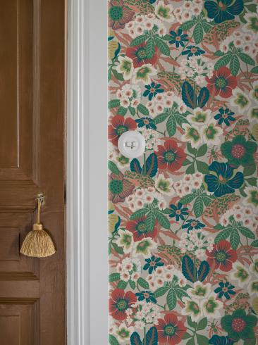 The wallpaper Kvackstepp from Boråstapeter. The wallpaper design and pattern is multi and consists of Animals Floral Foliage