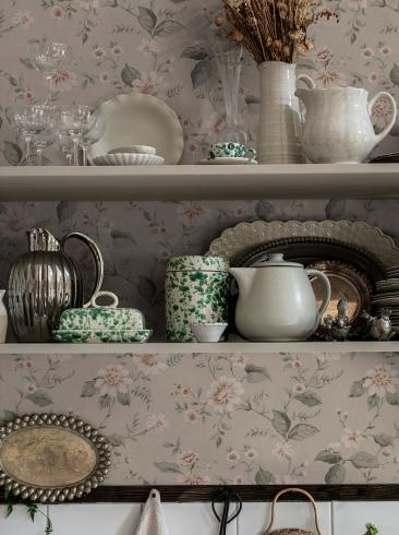 The wallpaper Laura´s Cottage from Boråstapeter. The wallpaper design and pattern is pink and consists of Floral Foliage