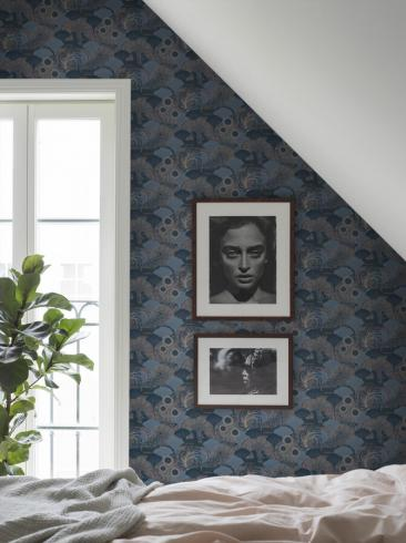 The wallpaper Mårdgömma from Boråstapeter. The wallpaper design and pattern is grey and consists of Playful & Imaginative