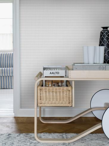 The wallpaper Alvar Aalto M.I.T from Boråstapeter. The wallpaper design and pattern is grey and consists of Checked Geometric