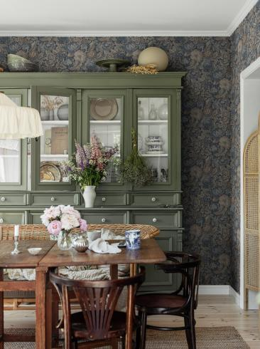 The wallpaper Nightingale Garden from Boråstapeter. The wallpaper design and pattern is blue and consists of Archive Floral Foliage