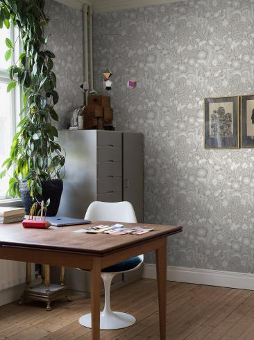 The wallpaper Pangsurr from Boråstapeter. The wallpaper design and pattern is neutrals and consists of Floral Foliage Plants Playful & Imaginative