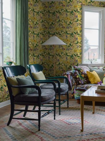 The wallpaper Gocken Jobs Ros och Lilja from Boråstapeter. The wallpaper design and pattern is multi and consists of Floral Foliage