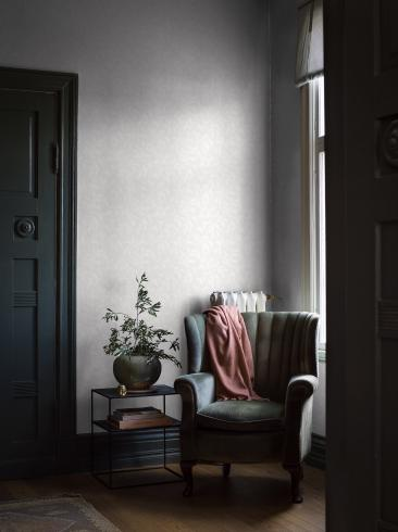 The wallpaper Rosewood Night from Boråstapeter. The wallpaper design and pattern is white and consists of Floral Plants