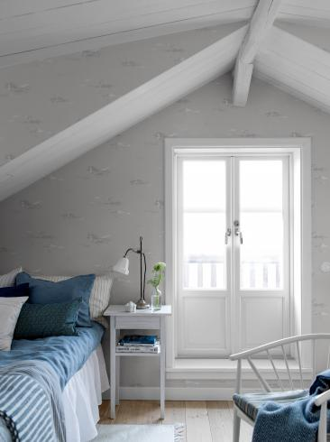 The wallpaper Seagulls from Boråstapeter. The wallpaper design and pattern is grey and consists of Traditional