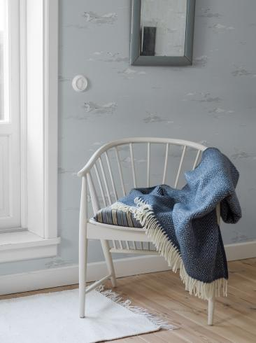The wallpaper Seagulls from Boråstapeter. The wallpaper design and pattern is blue and consists of Traditional