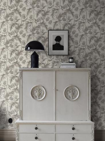 The wallpaper Treasured Thistle from Boråstapeter. The wallpaper design and pattern is grey and consists of Floral Foliage