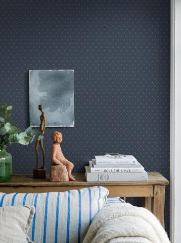 The wallpaper Windrose from Boråstapeter. The wallpaper design and pattern is blue and consists of Trellis