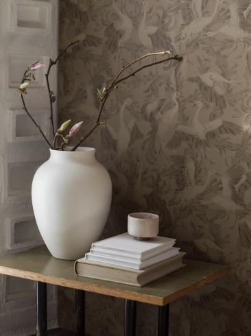 The wallpaper Dancing Crane from Boråstapeter. The wallpaper design and pattern is brown and consists of Birds