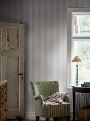 The wallpaper Falsterbo Stripe from Boråstapeter. The wallpaper design and pattern is grey and consists of Stripe