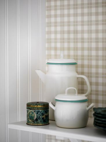 The wallpaper Frida from Boråstapeter. The wallpaper design and pattern is neutrals and consists of Checked