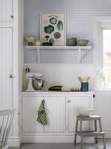 The wallpaper Frida from Boråstapeter. The wallpaper design and pattern is blue and consists of Checked