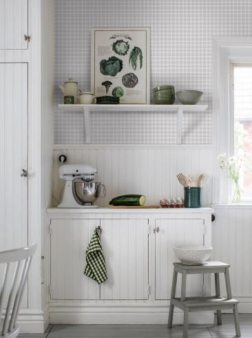 The wallpaper Frida from Boråstapeter. The wallpaper design and pattern is grey and consists of Checked