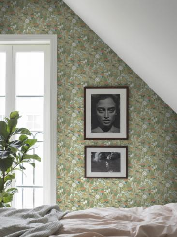 The wallpaper Hoppmosse from Boråstapeter. The wallpaper design and pattern is green and consists of Playful & Imaginative
