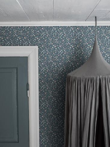 The wallpaper Jasmine from Boråstapeter. The wallpaper design and pattern is blue and consists of Children's Floral