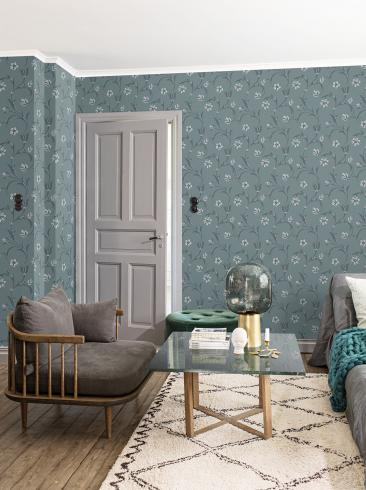 The wallpaper Kalmar from Engblad & Co. The wallpaper design and pattern is blue and consists of Floral Sketched