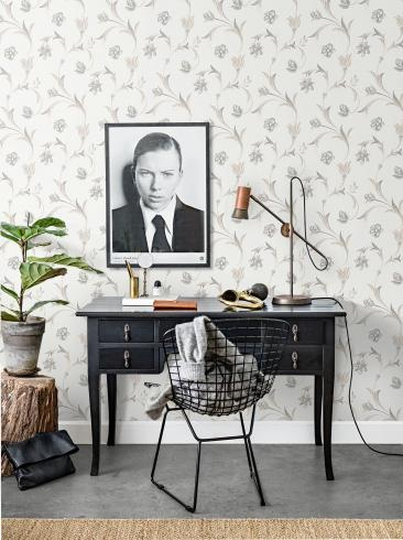 The wallpaper Kalmar from Engblad & Co. The wallpaper design and pattern is grey and consists of Floral Sketched