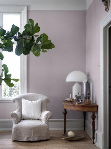The wallpaper Lavender Blush from Boråstapeter. The wallpaper design and pattern is purple and consists of Single Colour Structure Textile