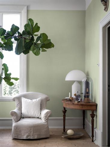 The wallpaper Leaf Green from Boråstapeter. The wallpaper design and pattern is green and consists of Single Colour Structure Textile