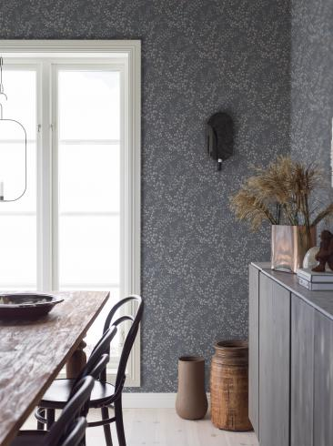 The wallpaper Leaf Silhouette from Boråstapeter. The wallpaper design and pattern is grey and consists of Foliage