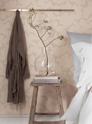 The wallpaper Molntuss from Boråstapeter. The wallpaper design and pattern is pink and consists of Playful & Imaginative