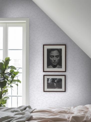 The wallpaper Molntuss from Boråstapeter. The wallpaper design and pattern is white and consists of Playful & Imaginative