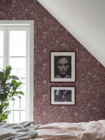 The wallpaper Nocturne from Boråstapeter. The wallpaper design and pattern is red and consists of Archive Floral Foliage