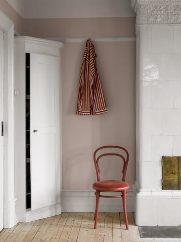 The wallpaper Rose Blush from Boråstapeter. The wallpaper design and pattern is pink and consists of Single Colour Structure Textile