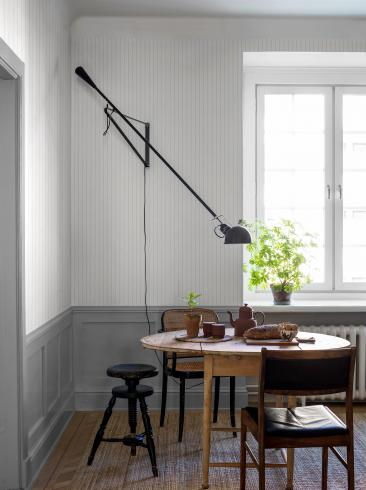 The wallpaper Shirt Stripe from Boråstapeter. The wallpaper design and pattern is white and consists of Stripe