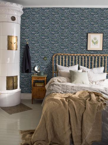 The wallpaper Strawberry Field from Boråstapeter. The wallpaper design and pattern is blue and consists of Floral