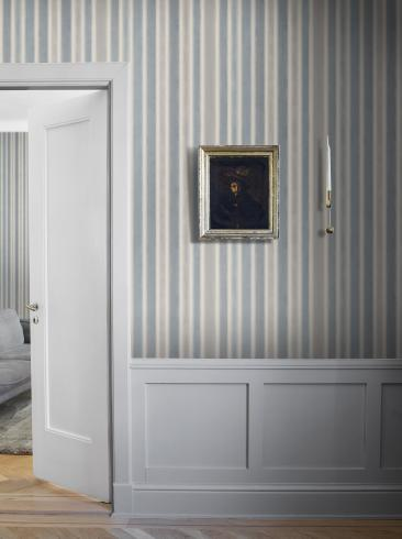 The wallpaper Watercolour Stripe from Boråstapeter. The wallpaper design and pattern is blue and consists of Stripe